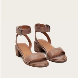 FRYE leather sandals **NEW**